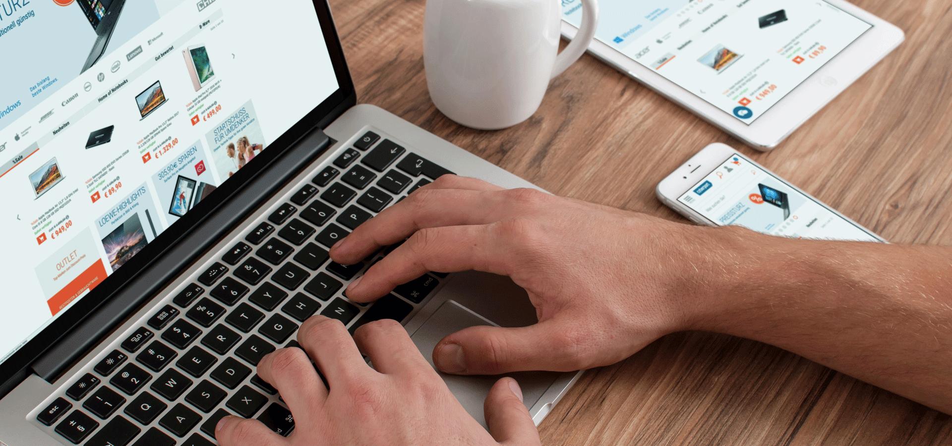 Image SAP Process Orchestration bei Cyberport - Hand auf Tastatur