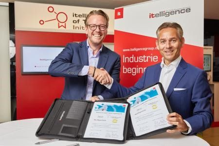 The picture shows Philip Harting, CEO HARTING and Norbert Rotter, CEO NTT DATA Business Solutions, sealing the deal.