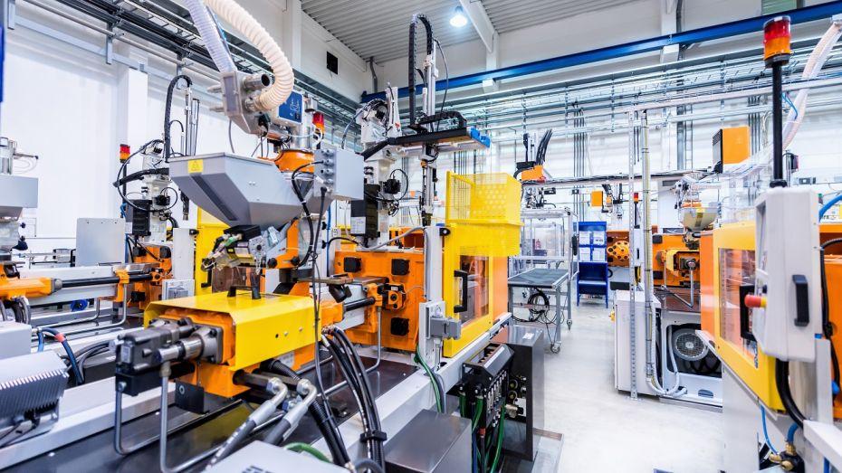 A program segítségével optimalizálhatók a gyártás folyamatai, erőforrások kezelhetők, jelentések készíthetők.
