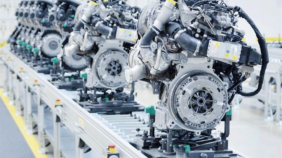 SAP SCM Supply Chain Management 2 Personen arbeiten an einem SCM Projekt