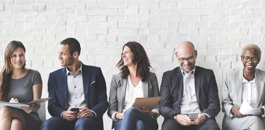 Unterstützen Sie Ihre Mitarbeiter und Ihre Belegschaft mit neuen intelligenten Technologien durch den Einsatz von KI im Dialog.