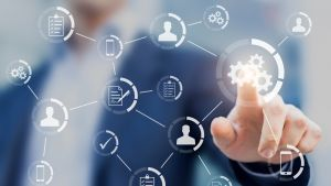 Zoptymalizuj procesy informatyczne i pozwól swojemu środowisku SAP wznieść się na wyższy poziom dzięki itelligence.